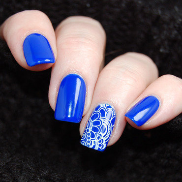 January Nail Art Challenge - Favourite Colour nail art by Katie of Harlow & Co.