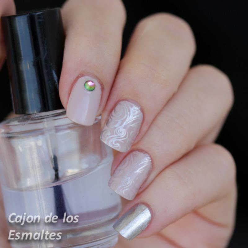 Rose and silver stamping nail art by Cajon de los esmaltes