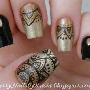 Black & Gold Nails nail art by Pretty Nails by Kasia