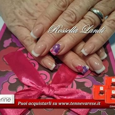 white and flowers nail art by Rossella Landi