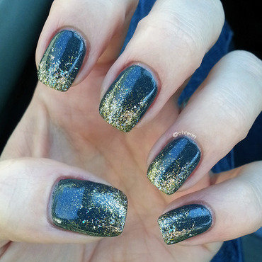 Glitter gradient nail art by Lindsay