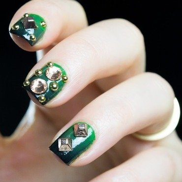 Studded gradient nail art thumb370f
