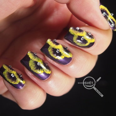 Royal Flower nail art by Mikrosvět by Ellen