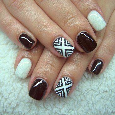 BLACK AND WHITE nail art by Boglarka Tornai