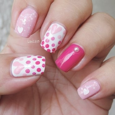 Gradient Dots nail art by Iliana S.
