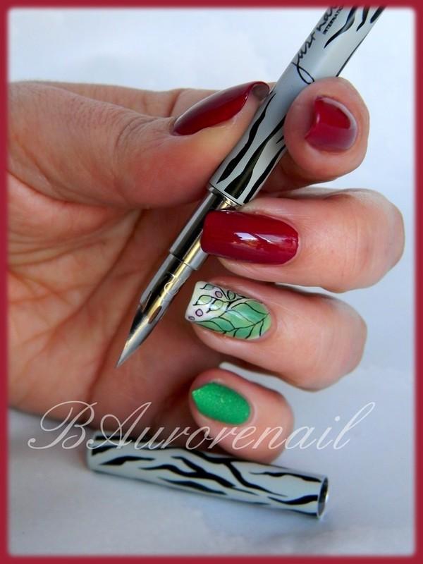 "Accent nail ""feuillage"" nail art by BAurorenail"