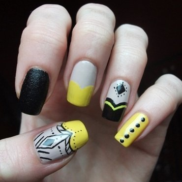Black&Yellow nail art by Dominika Boruta