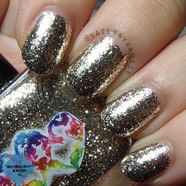 Chloeandbella titanium swatch artificial light thumb370f