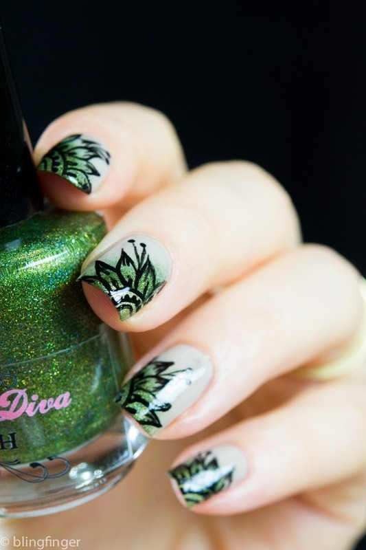 Asian Flower nail art by  Petra  - Blingfinger