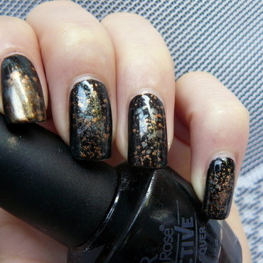 Pigment Nails nail art by maxivsmini