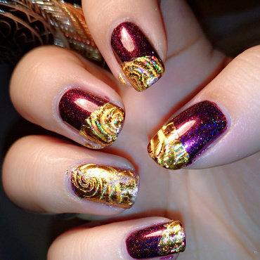 Holo swirl nail art by Eva