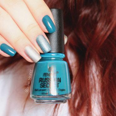 green & holo nail art by cheshirrr