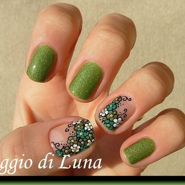 Green & white little flowers fantasy nail art by Tanja