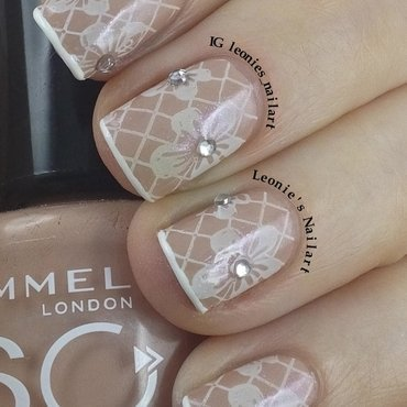 Nude Stamping nail art by Leonie
