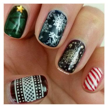 Mixed Christmas Nails nail art by kitalovessm