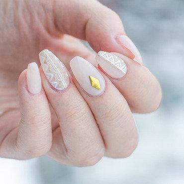 Delicate nail art by Patricija Zokalj