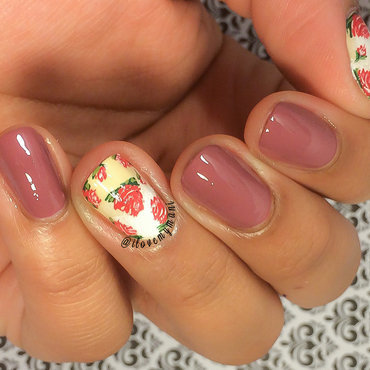 Vintage inspired floral nails! nail art by Gabrielle