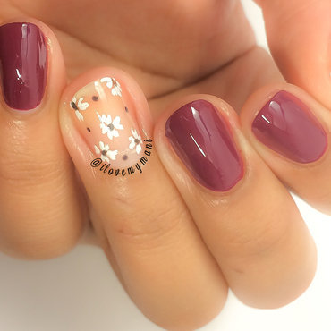 Negative space floral nails! nail art by Gabrielle