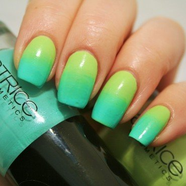 Green gradient nail art by Jane