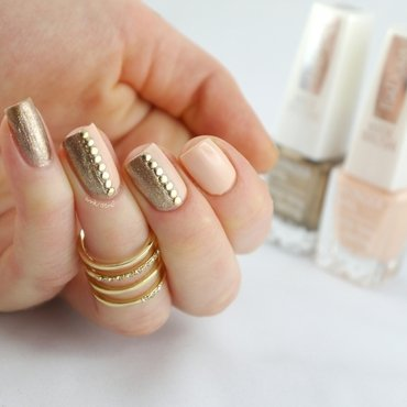 Peachy Gold Studs FULL nail art by Ann-Kristin