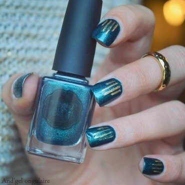 In Teal We trust et bandelettes or  nail art by And'gel ongulaire