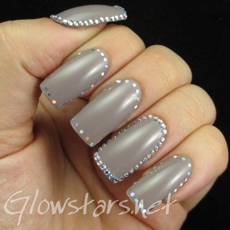 Rhinestone and Glitter Placement Framed Nails nail art by Vic 'Glowstars' Pires
