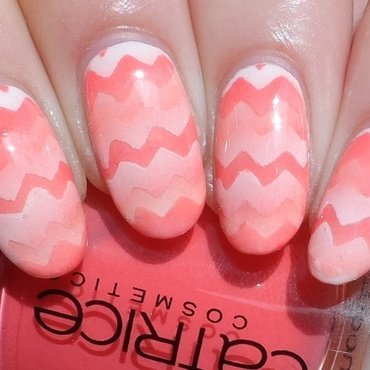 Returning Reciprocal Chevron Gradient nail art by Plenty of Colors