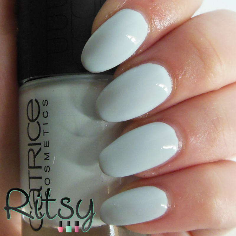 Catrice Pure Blue Swatch by Ritsy NL