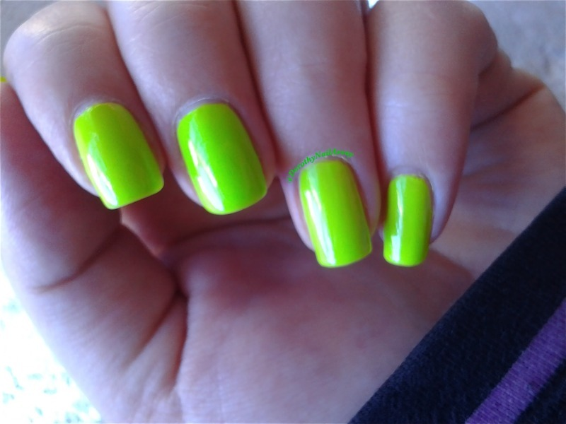 Floss gloss Con Limon Swatch by Dorothy NailAssay