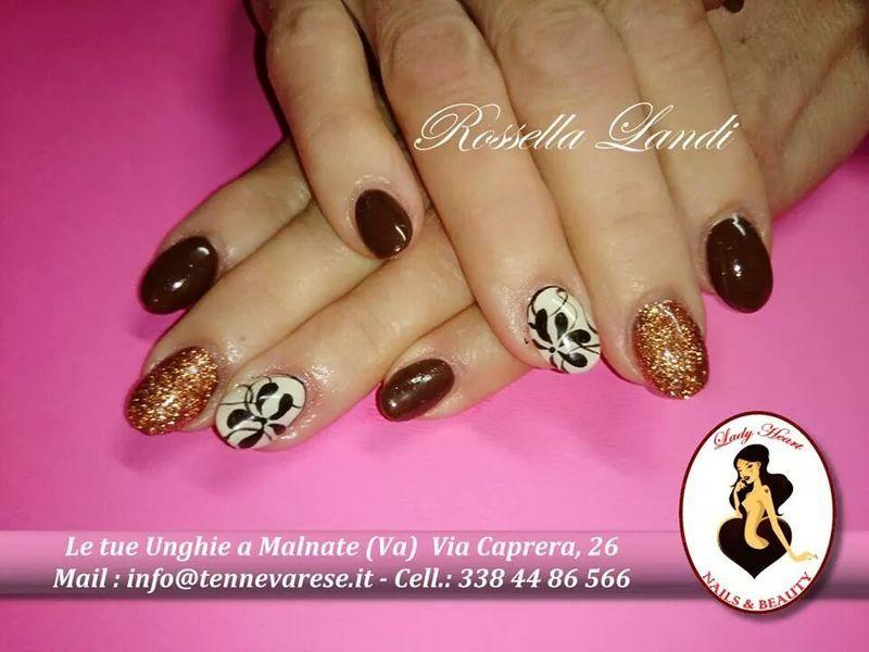 gold and brown nail art by Rossella Landi