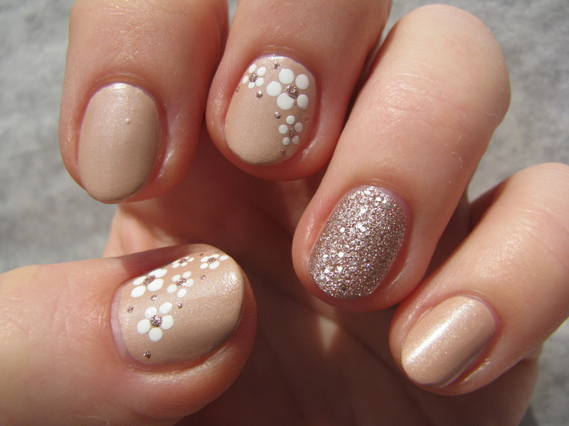 Top Nude flowers nail art by Nail Crazinesss - Nailpolis: Museum of  UG96