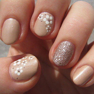 Nude flowers nail art by Nail Crazinesss