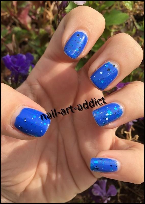 Nail Art ; Blue Splatter Effect nail art by SowNails