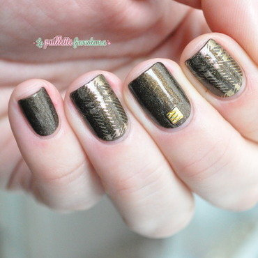 brown and gold tartan nail art by nathalie lapaillettefrondeuse