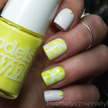 Neon triangles nail art by Karola