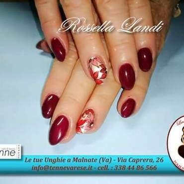 red shimmer flower nail art by Rossella Landi