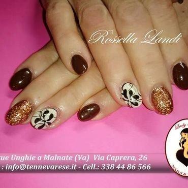 shimmer Brown nail art by Rossella Landi