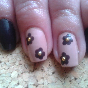 Brown and gold flowers nail art by Jájis