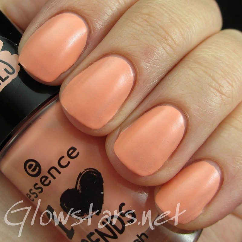 Essence I Love Trends I'm So Fluffy Swatch by Vic 'Glowstars' Pires