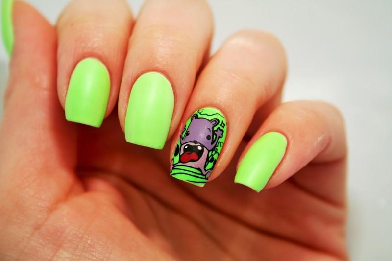 Green neon nail art by Jane