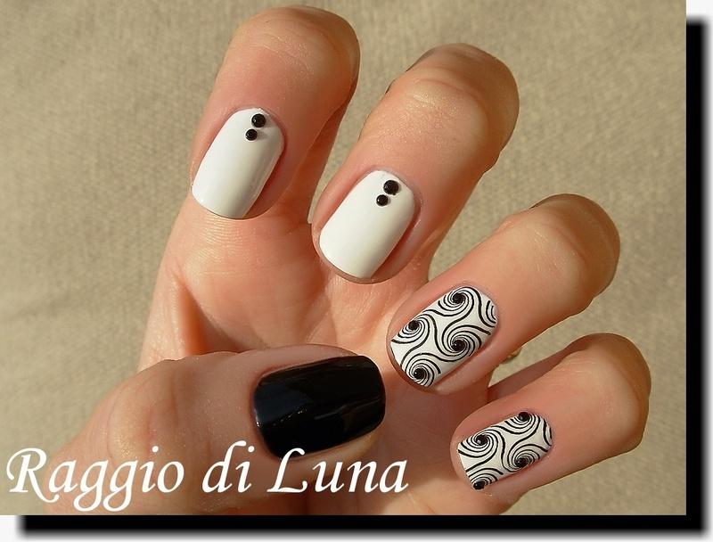 Stamping: Black swirls on white nail art by Tanja