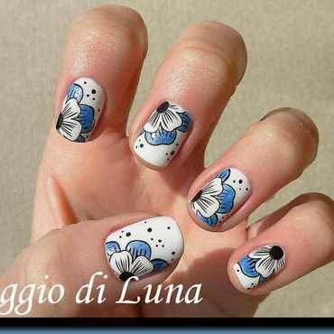 Stamping: Blue & white flower on white nail art by Tanja
