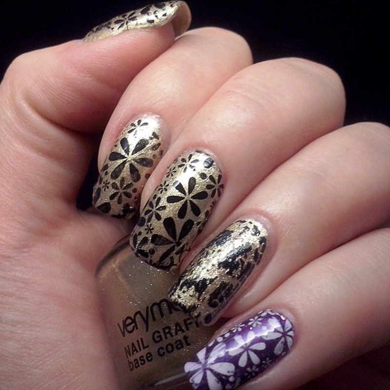 Stamping flowers nail art by Alice in Wonderland CZ