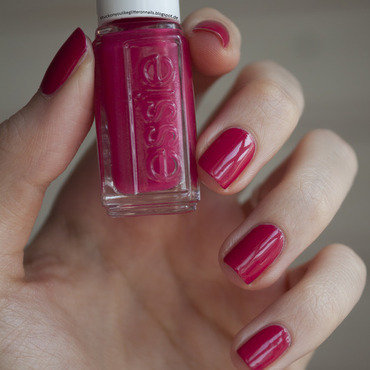 Essie haute in the heat Swatch by Jule