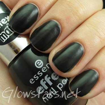 Essence effect nail polish The Black Cat (latex matt) Swatch by Vic 'Glowstars' Pires