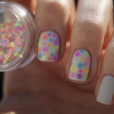 neon konfetti nail art by Jule