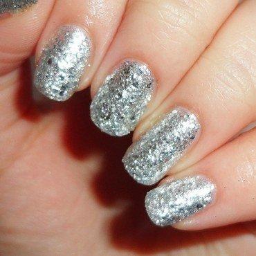Sparkle nail art by Melany Antelo
