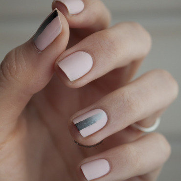 minimalistic gradient nail art by Jule