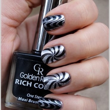 Op art manicure nail art by Cranberry Fairy