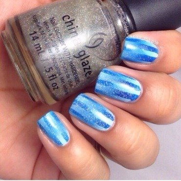 Blue reciprocal gradient nail art by anas_manis